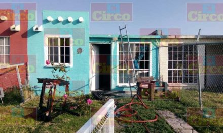 ¡Incendió arrasó con los muebles de una vivienda en Lagos de Moreno y la dejó inhabitable!