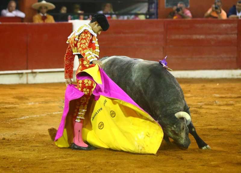 ¡Joselito Adame corta dos orejas en San Luis Potosí y sale por la Puerta Grande!
