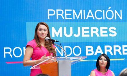 ¡Reconoce Tere Jiménez a mujeres que rompen barreras!