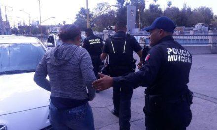 ¡Policías municipales de Aguascalientes en coordinación con paramédicos de Protección Civil Municipal atendieron oportunamente el intento de suicidio de una joven mujer!