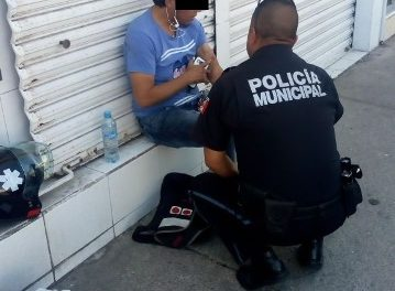 ¡Joven intentó suicidarse cortándose las venas en un camión urbano en Aguascalientes!