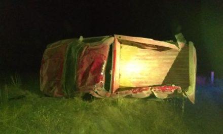¡2 lesionados dejó la volcadura de una camioneta en Aguascalientes!