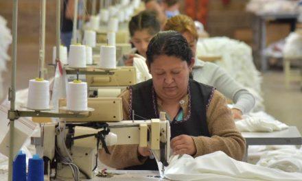 ¡Participarán empresas de Jesús María en la confección de uniformes escolares!
