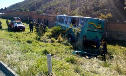 ¡Accidente de autobús de pasajeros dejó 8 lesionados en Calvillo, Aguascalientes!