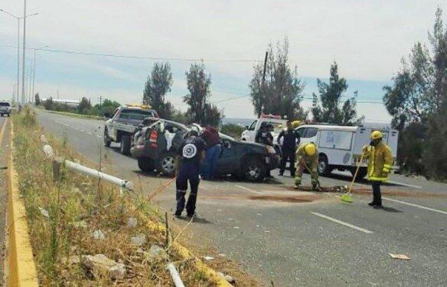 ¡2 muertos tras volcadura de una camioneta en Fresnillo!