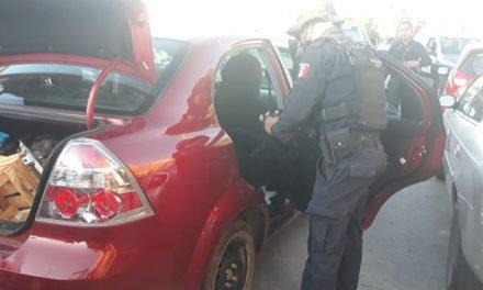 Detuvo la Policía Municipal de Aguascalientes a tres individuos por posesión de sustancia granulada y hierba verde.