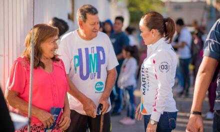¡Martha González sigue al frente con la gente!