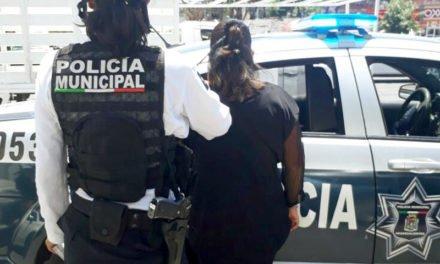 CICLOPOLICÍAS MUNICIPALES DETUVIERON A MUJER DE 34 AÑOS POR PRESUNTO ROBO TIPO FARDERO