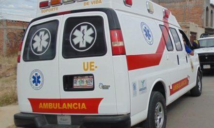 ¡2 hermanos en motocicleta chocaron contra un poste en Aguascalientes y uno está grave!