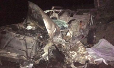 ¡2 muertos y 9 lesionados tras choque frontal entre una camioneta y un camión en Teocaltiche, Jalisco!