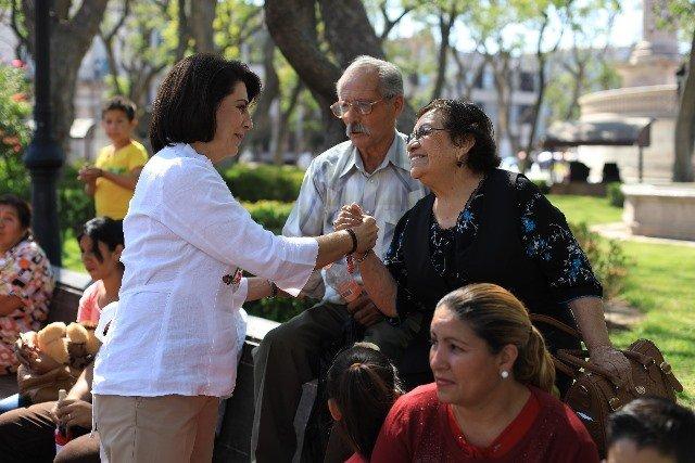 ¡Convive Lorena Martínez con aguascalentenses en el Día de San Marcos!