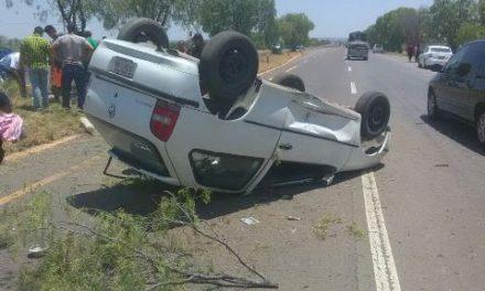 ¡Volcadura de automóvil en Aguascalientes dejó lesionados a 4 miembros de una familia!