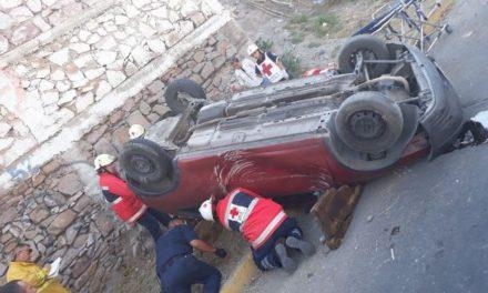 ¡1 lesionado tras la volcadura de un automóvil en Aguascalientes!