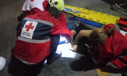 ¡Motociclista resultó lesionado tras chocar contra un automóvil en Aguascalientes!
