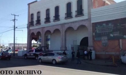 ¡2 sujetos asaltaron a una cuentahabiente y le robaron $100 mil en Aguascalientes!