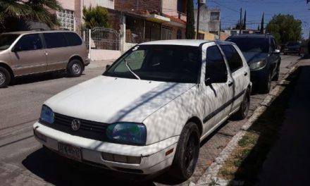¡Policías preventivos de Aguascalientes detuvieron a pareja en auto robado!