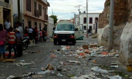 ¡Hombre fue correteado y ejecutado en un tianguis en Sombrerete por 2 sicarios!