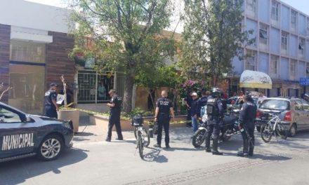 ¡Policías municipales hallaron un arma de fuego en una jardinera en la Zona Centro de Aguascalientes!