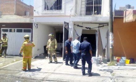 ¡Impresionante flamazo e incendio en una casa en Aguascalientes dejó fuertes pérdidas materiales!