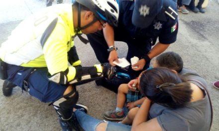 ¡Niño se lesionó tras una caída en la FNSM de Aguascalientes y fue auxiliado por policías municipales!
