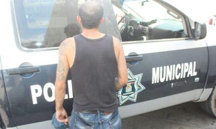 ¡Detuvieron a sujeto que agredió a su pareja y traía un cuchillo y 2 bombas molotov en Aguascalientes!