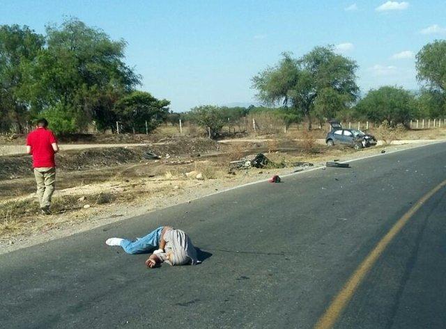 ¡Murieron 2 motociclistas tras chocar de frente contra un auto en Lagos de Moreno!