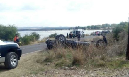 ¡1 muerto y 3 lesionados dejó volcadura de una camioneta en Aguascalientes!