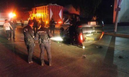 ¡Ebrio joven volcó su automóvil en Aguascalientes y salió ileso!