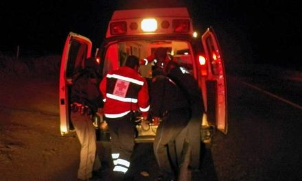 ¡1 muerto y 4 lesionados graves dejó la volcadura de una camioneta!