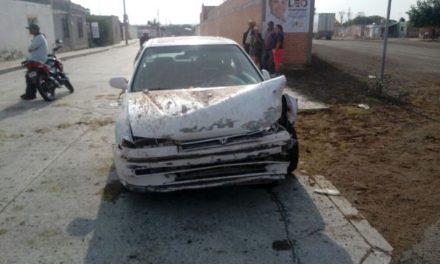 ¡Automovilista se estrelló contra una casa en Aguascalientes tras sufrir una crisis convulsiva!