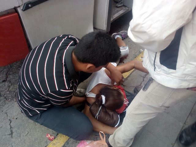 ¡Una mujer se fracturó una pierna tras caer de un camión urbano en Lagos de Moreno!
