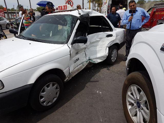 ¡Espectacular carambola dejó 6 lesionados, uno grave, en la Feria de Aguascalientes!