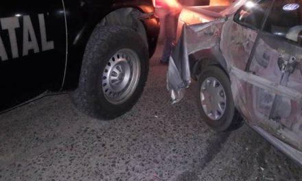 ¡2 mujeres lesionadas tras choque entre un auto y una patrulla de la Policía Estatal en Aguascalientes!