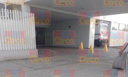 ¡Cerraron acceso al IMSS del Tepeyac de Lagos de Moreno por ingreso de un joven baleado!