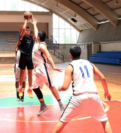 ¡Emocionantes partidos de baloncesto en la jornada once de la Liga Estatal de Educación Media Superior!