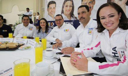 ¡Mil 500 maestros líderes apoyan a los candidatos de la Coalición!