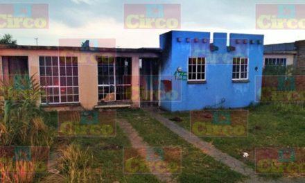 ¡Incendio arrasó con el mobiliario de una casa en Lagos de Moreno!