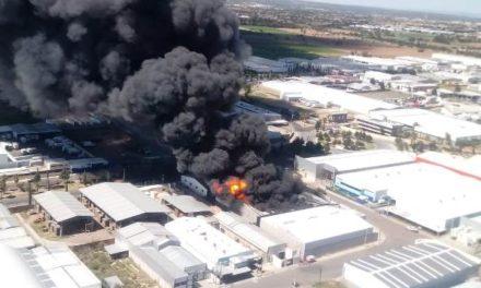 ¡Impresionante incendio en una empresa del PIVA en Aguascalientes!