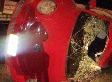 ¡Joven resultó lesionada tras la volcadura de un auto en Aguascalientes!