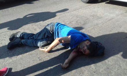 ¡Grave hombre atropellado por una camioneta en Aguascalientes por no utilizar un puente peatonal!