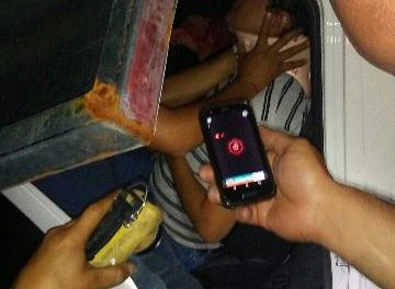 ¡Joven resultó lesionado tras estrellar su camioneta contra un señalamiento en Aguascalientes!