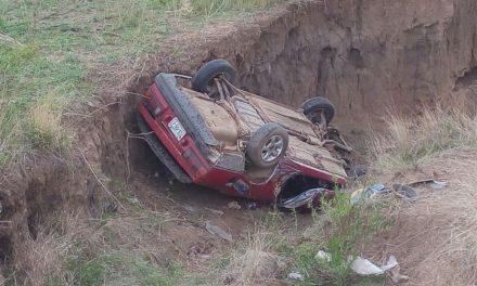 ¡Joven agoniza tras volcar su auto y ser aplastado por éste en Aguascalientes!
