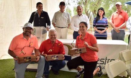 """¡Premian a los ganadores del Torneo de Golf en homenaje al Maestro Miguel Espinosa """"Armillita Chico""""!"""