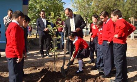 ¡Asiste el Gobernador a la ceremonia de Honores a la Bandera en la escuela Francisco de Quevedo y Villegas!