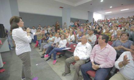 ¡Recibe Lorena Martínez respaldo de adultos mayores del PRI!