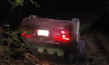 ¡Volcadura de un automóvil en Aguascalientes dejó al conductor lesionado!