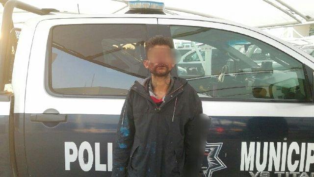 ¡Policías municipales detuvieron a delincuente que intentó robar una balconería y lesionó al encargado con un arma blanca!