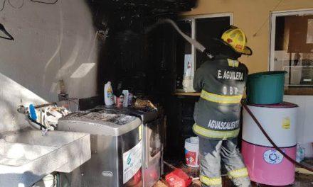¡Se incendió una casa en el fraccionamiento Bosques de la Alameda en Aguascalientes!