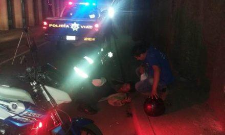¡Grave motociclista embestido por un camión urbano en Aguascalientes!