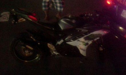 ¡Motociclista está grave tras ser impactado por un auto en Aguascalientes!